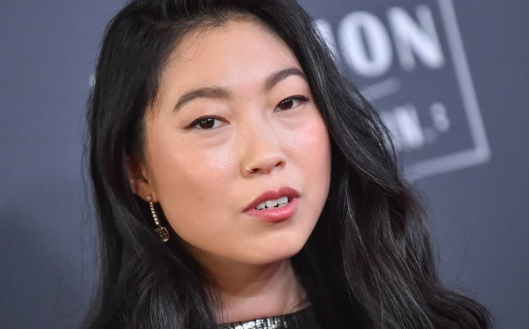 Awkwafina Won the Oscars (And Our Hearts) By Swigging Tequila From a Purse