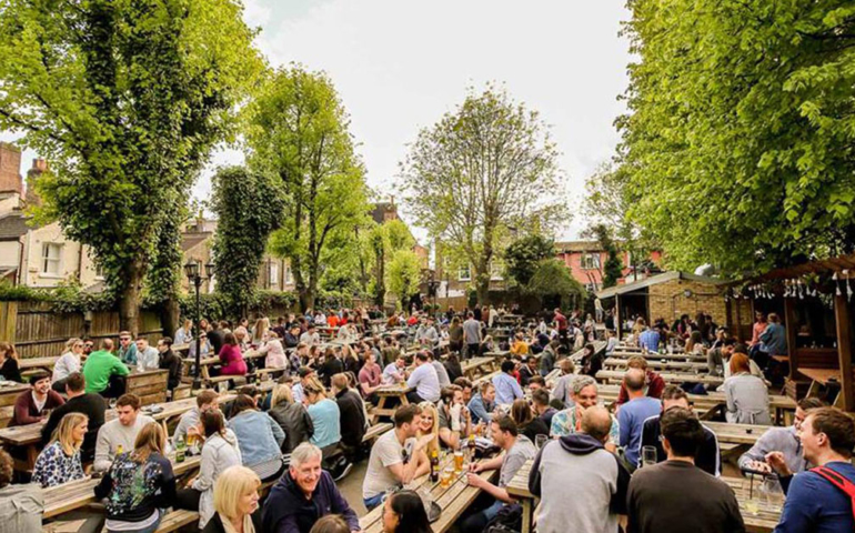 'They Can't Sack All of Us': Thousands of Brits Plan Work Walkout to Go to Beer Garden
