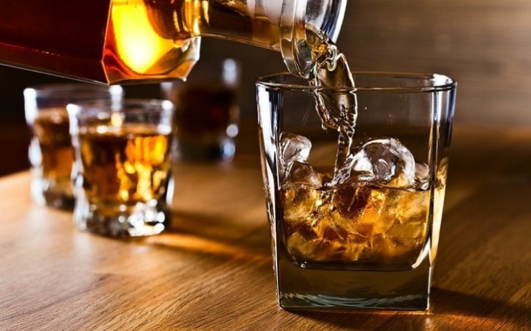 Here's the Absolute Best Way to Drink Whiskey, According to Science