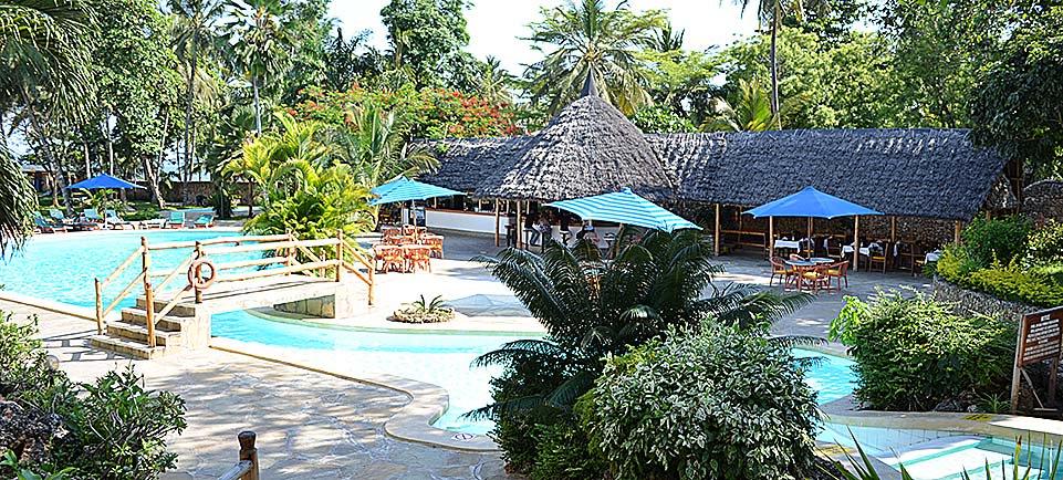 Travellers-Beach-Hotel-2