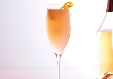 A French 75 Cocktail with a Rosé Twist