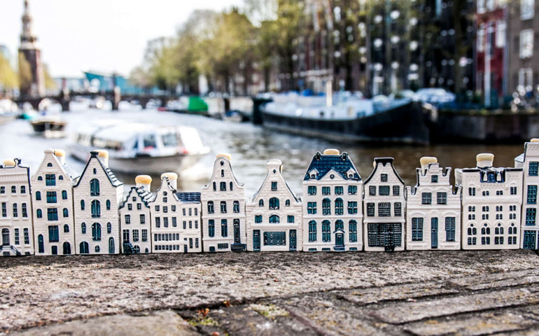 How KLM's Ceramic Houses Became Collectors' Items for the Gin-Loving Elite