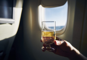 Delta Air Lines to Reintroduce Beer and Wine on Flights