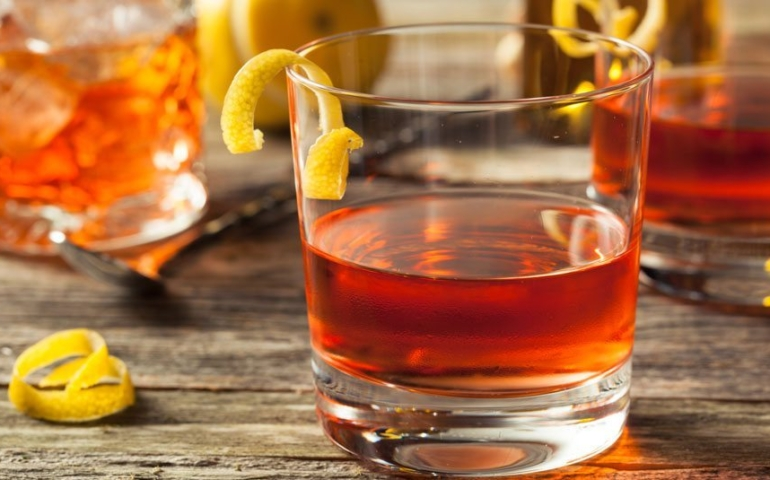 8 of the Best Whiskey Cocktails to Make at Home This Summer
