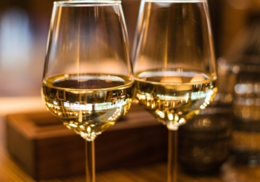 5 White Wines to Try 2021