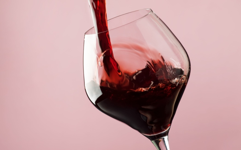 5 Reasons Why Wine Is A Must on Valentine's Day